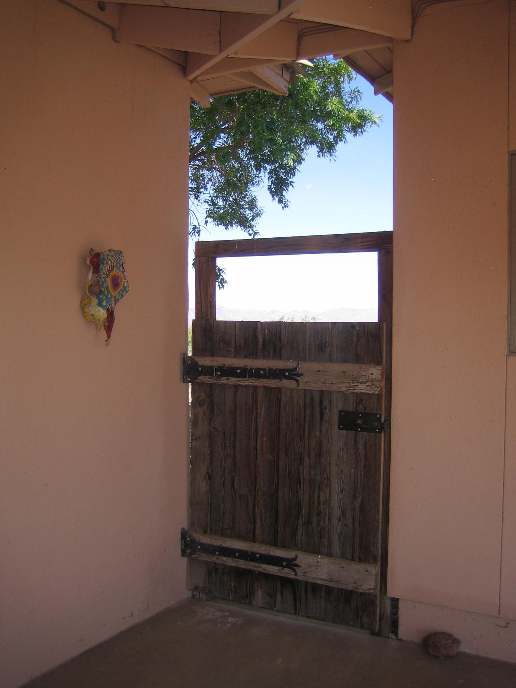 doorway to arizona room door to backyard